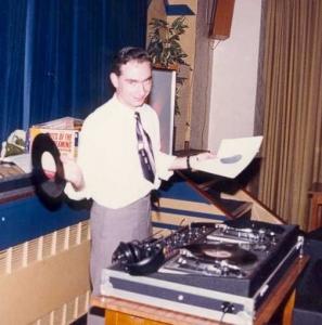 19870825 Clive DJ'ing