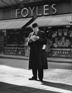Foyles__Charing_Cross_Road__London__1937._56534e64b02e4
